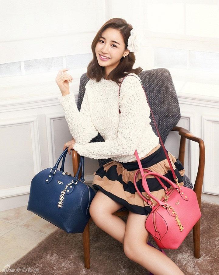 Actress Yoon Jin Yi Lovcat handbags