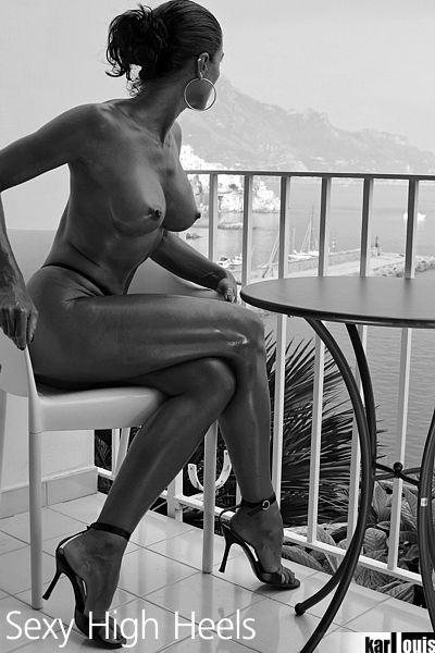 Elizabeth Carson Nude in Amalfi 06