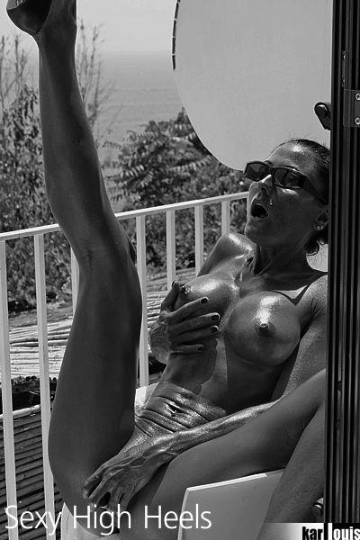 Elizabeth Carson Nude in Amalfi 09