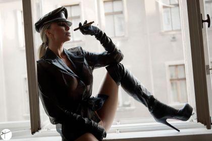 Francesca Felucci - overknees_window_featured