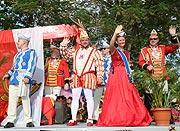 der Düsseldorfer Prinz Hanno und Venetia Sara beim Umzug auf dem Seychellen Carnaval International de Victoria 2016
