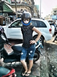 Helmet...check. Sunnies....you bet. Medical facemask because pollution is so bad....ARGH!!!! FINE, YES!!!