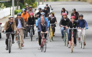 Bicycle Geographies students ride alongside transportation professionals on a field study. Photo: Bicycle Geographies.