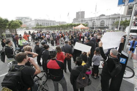 The crowd at SF City Hall after a cool morning bike-to-work-day ride! Photo: SF Bicycle Coalition.