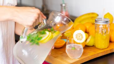Perdre du poids : 9 recettes d'eaux détox pour vraiment purifier son organisme