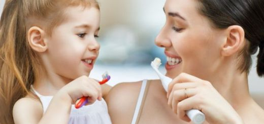 Cum sa iti inveti copilul sa aiba grija de dintii sai
