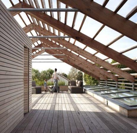 Case cu terase din lemn. Tot confortul necesar unei familii