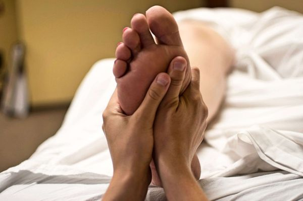 Ingrijirea picioarelor. 10 etape pentru picioare vesnic tinere