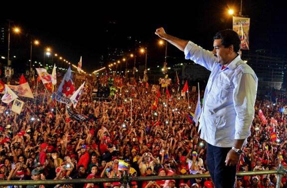 Nicolas Maduro salutes campaign rally Caracas 041113 by Luis Acosta, AFP