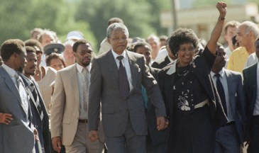 Nelson Mandela, Winnie leave prison 021190 by Greg English, AP