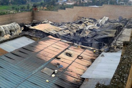 When the living quarters of 3,500 of the 6,000 prisoners in Rwanda's Muhanga Prison were destroyed by fire, were the prisoners out of their cells so no one was hurt, as the government claims, or were they incinerated? – Photo: ICRC