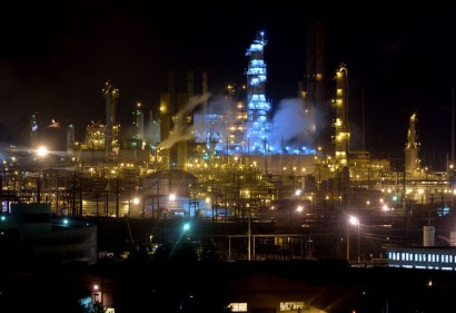 Chevron oil refinery in Richmond at night – Photo: Doug Duran, Bay Area News Group
