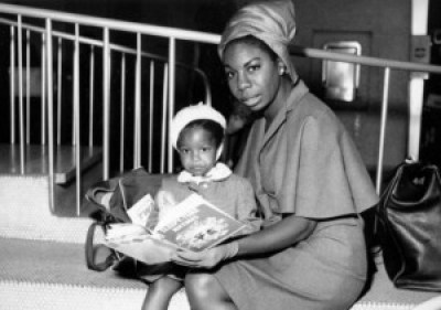Nina Simone reads to her little daughter, Lisa.