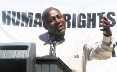 Dorsey Nunn speaks at the Aug. 23, 2011, rally prior to the historic Assembly hearing in Sacramento on solitary confinement following the first mass hunger strike. – Photo: Bill Hackwell