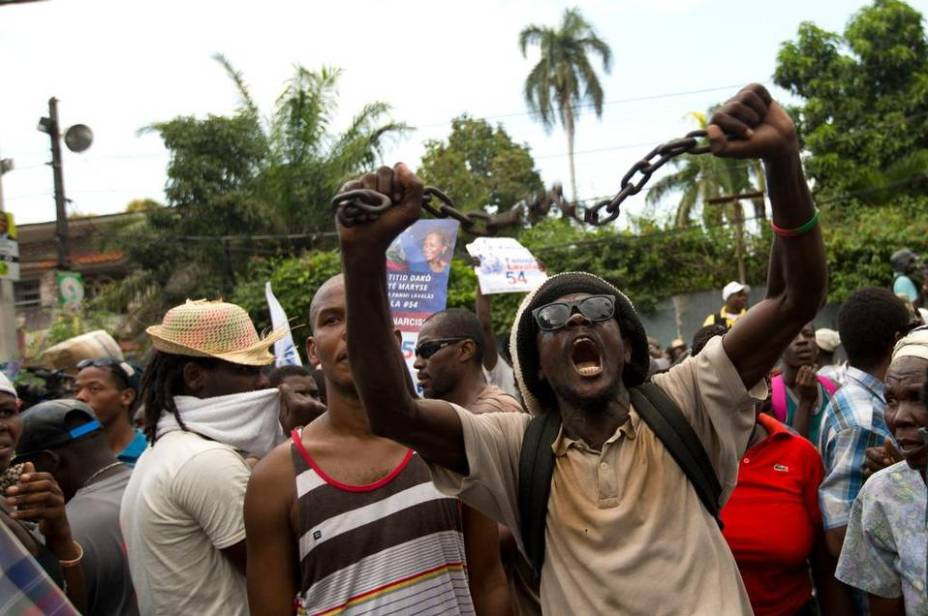 Supporters of Fanmi Lavalas party presidential candidate Dr. Maryse Narcisse protest recent preliminary election results in Port-au-Prince, Haiti, on Thursday, Nov. 12. – Photo: Dieu Nalio Chery, AP