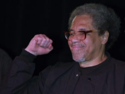 Beaming joy and power, Albert Woodfox greets family and supporters the day of his release, on Feb. 19, 2016. – Photo: AP