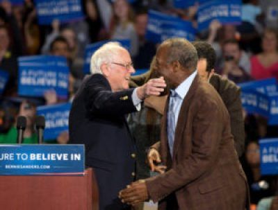 Bernie Sanders embraces Danny Glover at a rally in Greenville, S.C., on Feb. 21, 2016. Former NAACP President Ben Jealous is behind them. – Photo: ABC News