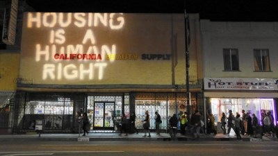 Tenants fight gentrification as apartment buildings are flipped and rents raised in Highland Park, Los Angeles. – Photo: Michael Robinson Chavez, LA Times
