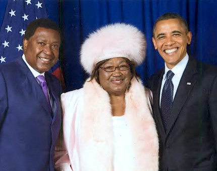 John Burris and his mother, Imogene Burris, pose with President Obama.