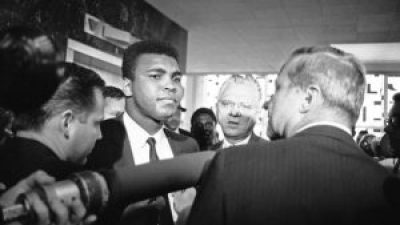 Muhammad Ali, with his chief attorney, Hayden Covington, right, goes to trial on charges of refusing to be inducted into the armed services, on June 19, 1967, in Houston, Texas. – Photo: Ed Kolenovsky, AP