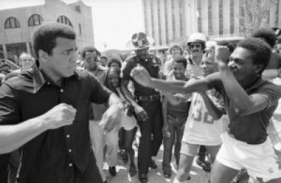 All his life, Muhammad Ali made time to lift the spirits of young people, stopping often to spar playfully with them, making them feel like champs. Here he is on Canal Street in New Orleans on July 31, 1978. – Photo: AP
