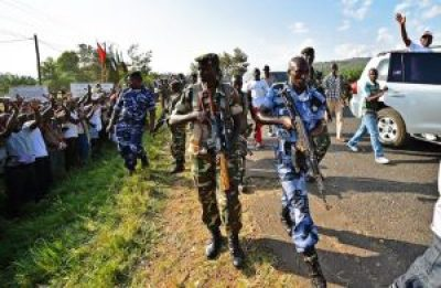Burundi President Pierre Nkurunziza waves to supporters from a car – and they wave back with much enthusiasm – as he leaves an election rally outside Bujumbura on May 23, 2015. While he is very popular in the countryside, Western-backed opposition raises the need for tight security. – Photo: ©Carl de Souza, AFP