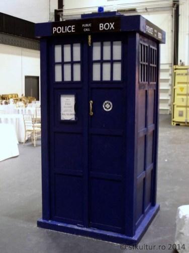 Worldcon 2014 - Display 07 - TARDIS