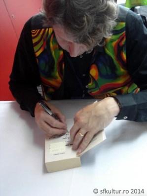 Worldcon 2014 - Sesiuni autografe 03 - Peter F. Hamilton