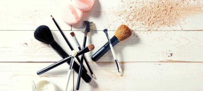 Come pulire e lavare i pennelli e le spugnette da trucco