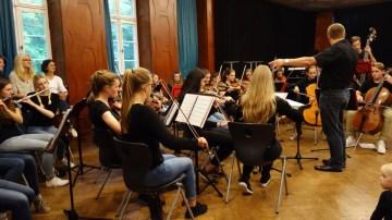 """Schulfest, 25.07.2017: Musik aus dem ökologischen Film """"Aus der Mitte entspringt ein Fluss"""""""