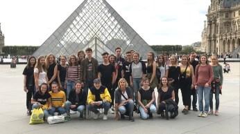 12.10.2018: Père Lachaise, Pyramide und Pigalle -- Die beiden Französischkurse entdecken Paris mit all seinen Facetten.