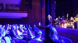 15.03.2019: Band Leader Magnus Barthle sorgt dafür, dass die ganze Stadthalle mitmacht, wenn die SG Big Band spielt