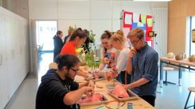 15.05.2019: Schülerinnen und Schüler der Klassen 10 sezieren Schweinelungen im neuen Biologie-Praktikumssaal