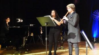 10.12.2019: Ausgelassen und voller Spielfreude musizieren Elodie Kamenov und Lehrerin Susanne Thier eine Händel-Sonate.