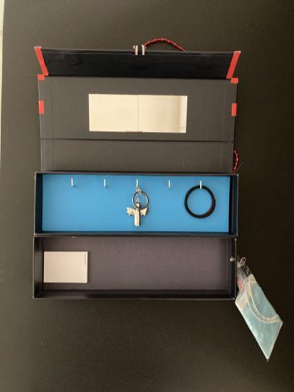 Schlüsselbrett aus Sockenverpackungen