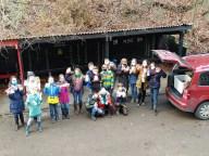 15.12.2020: Die Schüler*innen der Klasse 6 beim Verpacken der Spenden für den Kocherladen.