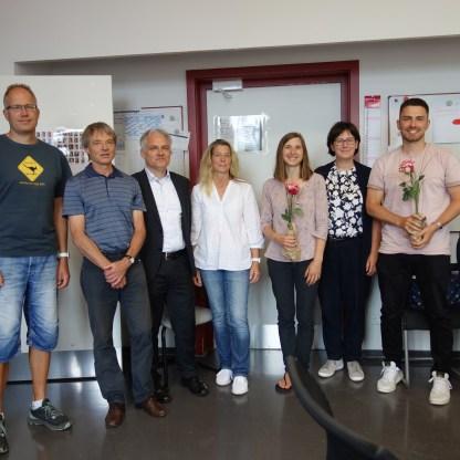 Alles Gute den scheidenden Kolleg*Innen! v.l.: Herr Giera, Herr Wasmer, Elternberratsvorsitzende Herr Albrecht und Frau Kopp, Frau Rieger, Frau Dittmann und Herr Miese
