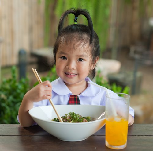 healthy eating in school You can encourage healthy choices, for school employees as well as students, by implementing strategies in your school community that make healthier food options the norm.