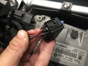 Wiring up for power on the BMW R1200GS LC – Ramblings of a Singapore Biker Boy
