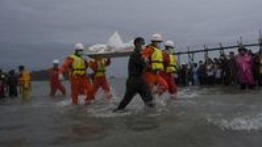Jenazah korban pesawat Myanmar jatuh dievakuasi