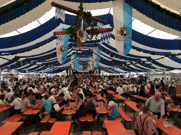 Das Matzinger Festzelt am Festsonntag