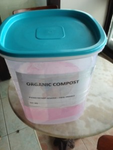 How to prepare compost bins for indoor area without pests or smells
