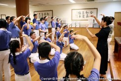 Chiu Ming Hui, a Tzu Chi volunteer who accompanied Tzu Ching leading the practice session before the performance. (Photographer: Chua Yek Guo)