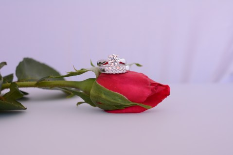 Round solitaire ring and matching band