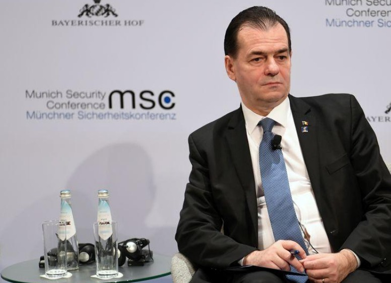 رئيس وزراء رومانيا يظهر دون كمامة ويدفع غرامة قدرها نحو 700 دولار