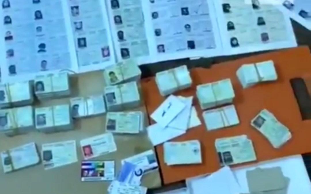 شرطة الرياض تدهم معملاً لتزوير الإقامات ورُخَص القيادة والشهادات الصحية
