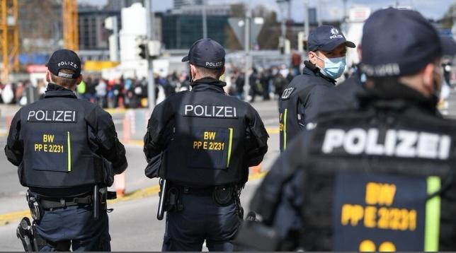 مداهمات واعتقالات بدول أوروبية لشركات تدير عمليات احتيال إلكتروني مرتبطة بإسرائيل