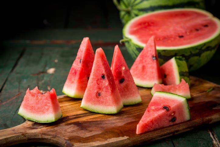 يعالج القولون ويقلل ضغط الدم.. فوائد مذهلة لقشر البطيخ