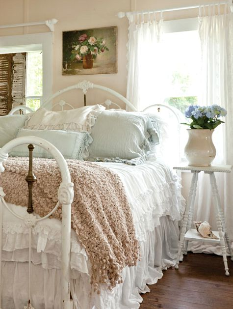 shabby-chic-cottage-bedroom