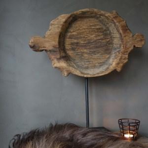 Shabbys-Stoer in wonen-Oude, houten schaal/ornament op stoer ijzeren statief